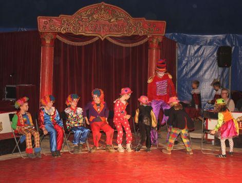 Clowns Stühle3