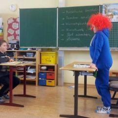 Da kommt der Lehrer ganz schön ins Schwitzen...